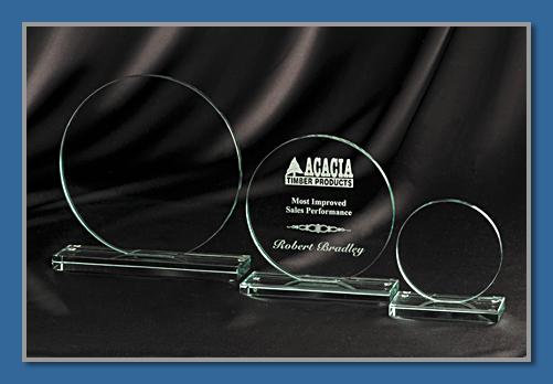 Economy glass trophy 8